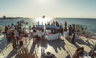 Pour la dernière de la saison, l'émission Bruno dan sla radio a été délocalisée à Ibiza le 29 juin 2017