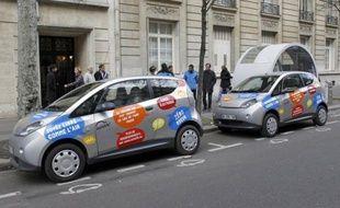 Un an après son lancement, le service de location courte durée de voitures électriques Autolib', un des projets phare de Bertrand Delanoë, a trouvé sa place à Paris et en banlieue, mais suscite toujours certaines résistances.