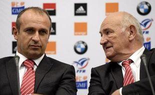 Le président de la FFR Pierre Camou et le sélectionneur du XV de France Philippe Saint-André lors d'une conférence de presse à Marcoussis le 12 septembre 2014
