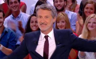 Antoine de Caunes aux commandes du «Grand Journal» de Canal+ pour la première fois, le 26 août 2013.