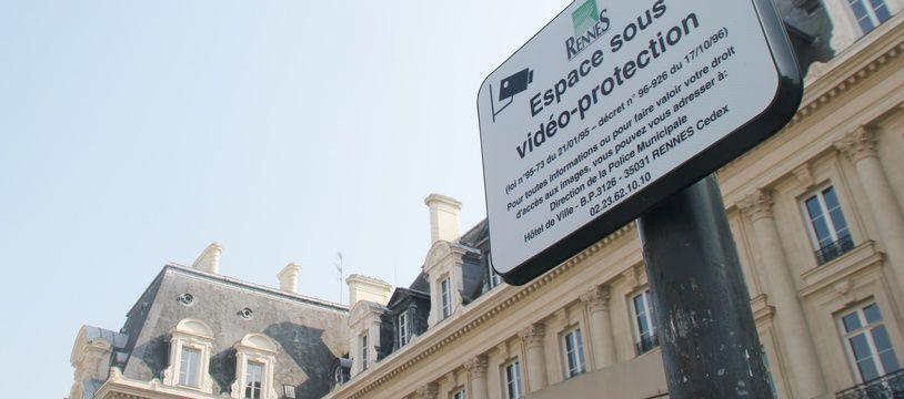 Illustration de caméras de vidéoprotection, ici place de la République, à Rennes.