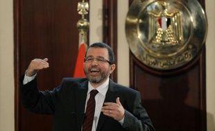 L'Egypte, confrontée à une grave crise économique et une forte pression à la baisse de sa monnaie, a confirmé dimanche vouloir reprendre des discussions avec le Fonds monétaire international (FMI) sur un prêt de 4,8 milliards de dollars, suspendues depuis trois semaines.
