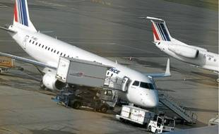 Le groupe va reporter la livraison de plusieurs Airbus et Boeing pour diminuer ses dépenses.