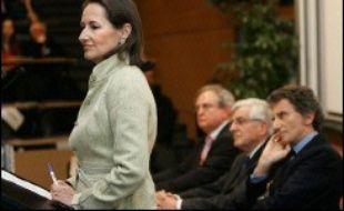 """La candidate socialiste, Ségolène Royal, a annoncé dimanche à l'AFP """"une nouvelle organisation"""" de sa campagne, à la veille d'un """"grand oral"""" sur TF1 et alors que les sondages, depuis la mi-janvier, la donnent régulièrement battue par Nicolas Sarkozy."""