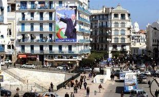 La campagne pour la présidentielle en Algérie, où Abdelaziz Bouteflika est assuré d'être réélu, s'ouvre jeudi alors que les adversaires du chef de l'Etat dénoncent un combat inégal mais tentent malgré tout de mobiliser l'électorat.