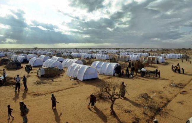 Les forces de sécurité kenyanes ratissaient samedi les régions frontalières avec la Somalie à la poursuite des ravisseurs armés de quatre humanitaires étrangers à Dadaab, au Kenya près de la Somalie, le plus grand camp de réfugiés au monde dans le nord-est du Kenya.