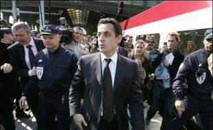 Pour la première fois dans la campagne électorale, les deux principaux candidats Nicolas Sarkozy et Ségolène Royal se sont affrontés directement mercredi, en termes durs, sur le thème de la sécurité après les incidents à la gare du Nord.