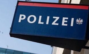 Enseigne d'un poste de police enAutriche, àVienne, le 6 septembre 2012.