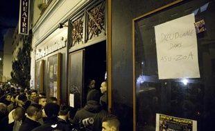 La police a perquisitionné mardi des propriétés de Dieudonné ainsi que le Théâtre de la Main d'Or, à Paris, où se produit l'humoriste controversé, a appris l'AFP de sources proches de l'enquête.
