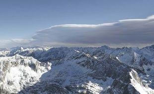 La chaîne des Pyrénées.