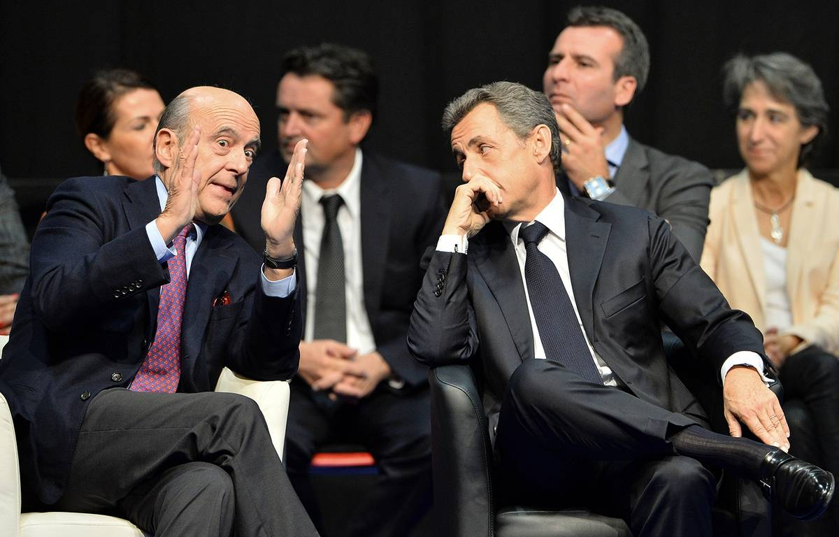 Alain Juppé et Nicolas Sarkozy à Limoges le 14 octobre 2015. – NICOLAS TUCAT / AFP
