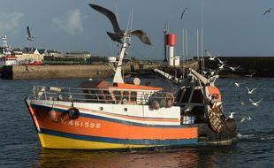 Illustration d'un bateau de pêche dans le port du Guilvinec.