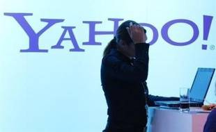 Le groupe internet américain Yahoo! a définitivement enterré jeudi l'hypothèse de son rachat total ou partiel par le géant des logiciels Microsoft, et choisi de s'allier pour plusieurs années avec son rival Google, leader mondial de la publicité en ligne.
