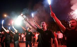Des supporteurs du parti grec d'extrême-droite, Aube dorée, le 6 mai 2012, au soir des législatives.
