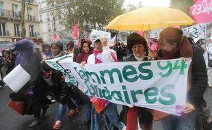 Des milliers de manifestants ont défilé à Paris pour une «réelle égalité femmes-hommes» le 17 octobre.