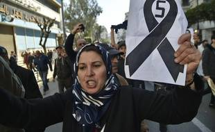 Plusieurs centaines de manifestants se sont réunis dans les rues d'Alger ce vendredi 22 février contre un 5e mandat d'Abdelaziz Bouteflika.