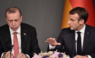 Recep Tayyip Erdogan et Emmanuel Macron, côte à côte, le 27 octobre 2018 à Istanbul.