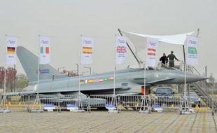 Le consortium européen Eurofighter a signé une lettre d'intention avec le Koweit pour lui vendre 28 avions de combat européen, dont quatre en option, indique le journal numérique économique La Tribune.