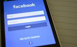 Illustration de l'application Facebook sur smartphone.