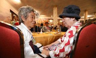 Une femme vivant en Corée du Sud a retrouvé sa soeur, restée en Corée du Nord en 1950. Elle vient de la retrouver ce lundi 20 août pour la première fois depuis la guerre entre les deux Corées.