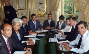 """Le Premier ministre François Fillon a affirmé lundi que la France n'a vait """"pas besoin d'un plan de relance, qui serait un plan de relance artificiel""""."""