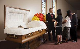 Lorsque le défunt a exprimé ses dernières volontés par écrit, il est plus facile pour la famille d'éloigner les personnes indésirables lors des obsèques.