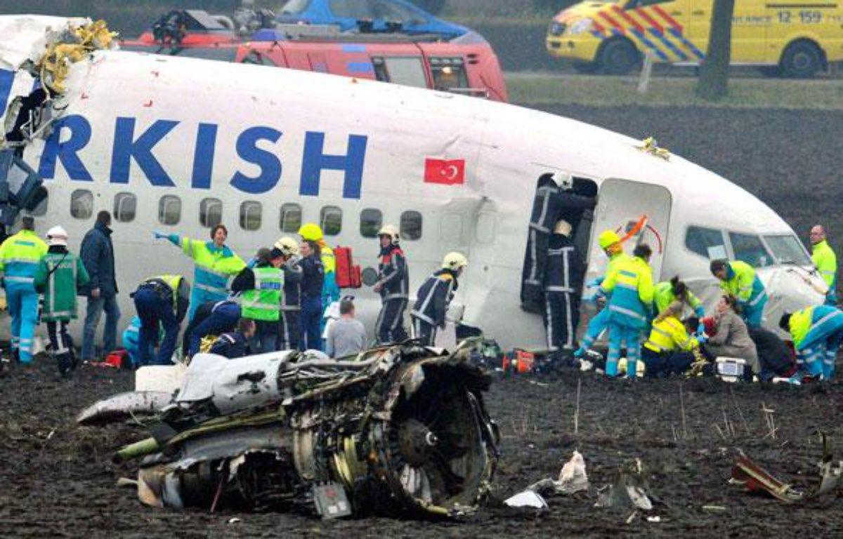 Un avion de ligne turc s'est écrasé à Amsterdam le 25 février 2009. – T. KLUITERS / AFP