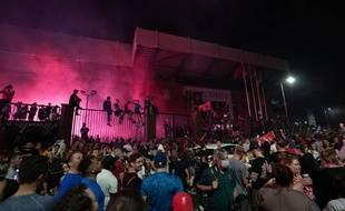 Des milliers de supporters de Liverpool se sont réunis à Anfield pour fêter le titre de leur équipe, le 26 juin 2020.