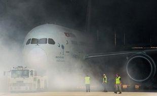 Le constructeur aéronautique américain Boeing a annoncé qu'il investissait un milliard de dollars et comptait créer 2.000 emplois dans son usine de Caroline du Sud (sud-est des Etats-Unis) où il fabrique des long-courriers 787.