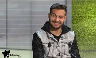 Jonas Pessali sur le plateau de l'émission Totalement Foot sur Angers Télé.