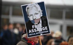 Des supporters de Julian Assange devant la cour de justice britannique, le 24 février 2020.