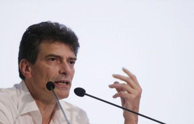 A 51 ans, Pascal Durand a été officiellement élu samedi nouveau secrétaire national d'Europe Ecologie-Les Verts après la démission de Cécile Duflot devenue ministre du Logement, obtenant près de 96% des voix lors du vote du Conseil fédéral d'EELV réuni à Paris.