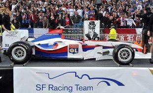 La présentation de la voiture de SuperLeague aux couleurs de l'OL, au stade Gerland, le 24 avril 2009