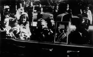 John F. Kennedy et sa femme le 22 novembre 1963 quelques temps avant sa mort.
