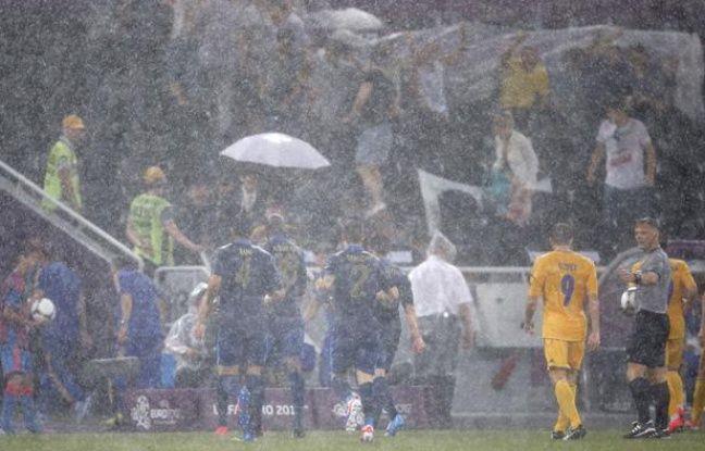 Le match de l'Euro Ukraine - France a été interrompu à cause de la pluie, le 15 juin 2012.