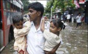 Les inondations de mousson en Asie du Sud ont fait plus de 1.400 morts, et 25 millions de sinistrés, surtout en Inde, mais aussi au Bangladesh et au Népal, depuis le début de la saison des pluies en juin, la pire de ces dernières décennies, ont estimé samedi des spécialistes.