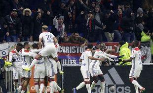 Jason Denayer a délivré les Lyonnais en deuxième période.