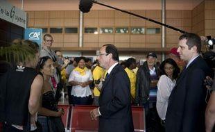 """François Hollande achevait lundi en Guyane un déplacement de trois jours en outre-mer où il s'est présenté comme le """"candidat de l'espérance lucide"""" refusant de """"multiplier les promesses"""", loin de l'effusion habituelle d'une campagne aux Antilles."""