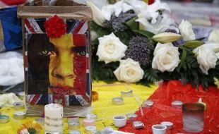 Des bougies et des fleurs en hommage aux victimes des attentats qui ont frappé Bruxelles le 22 mars 2016.