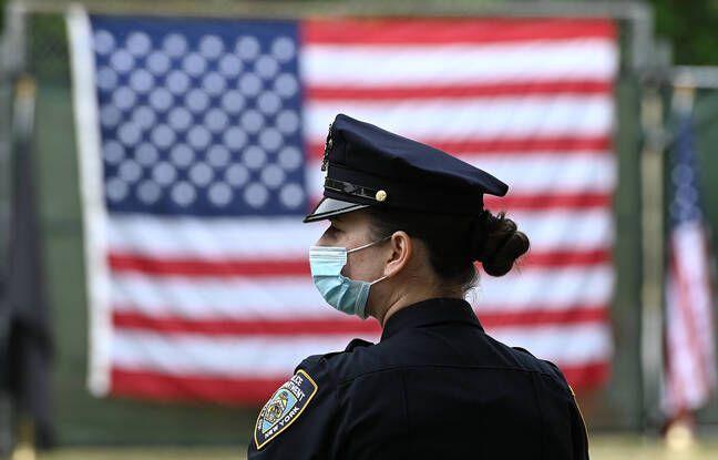 648x415 policiere porte masque new york 25 mai