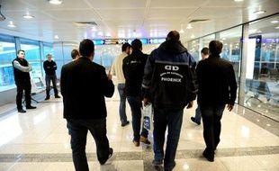 Des policiers turcs en civil dans l'aéroport d'Istanbul, le 29 janvier 2015