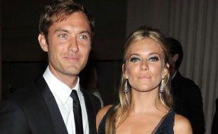 Jude Law et Sienna Miller le 3 mai 2010, à New York au gala du MET.