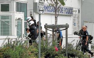 Les policiers ont été placés en garde à vue au commissariat de Villeurbanne, mardi.