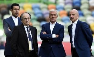 Le président de la FFF Noël Le Graet entouré de Franck Raviot, Didier Deschamps et Guy Stéphan, avant le match Portugal-France le 4 septembre 2015.