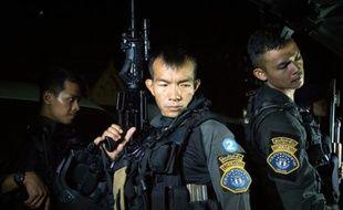 Des membres d'une section d'élite de la police criminelle lors d'une opération à Uthai Thani (centre de la Thailande), le 23 juillet 2015