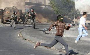 """L'armée israélienne a annoncé jeudi l'arrestation de 55 militants palestiniens en Cisjordanie pour """"activités terroristes"""" quelques heures après l'entrée en vigueur d'un cessez-le-feu entre Israël et le Hamas à Gaza."""