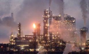 La raffinerie Total de Donges (Loire-Atlantique), deuxième site pétrolier de France. / AFP PHOTO / JS Evrard