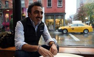Hamdi Ulukaya, le fondateur et PDG de la marque de yaourts Chobani, dans un café de New York, le 17 novembre 2014