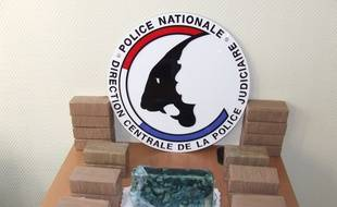 Photomontage de la police judiciaire montrant la drogue interceptée à Brest.