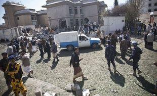 Un attentat a coût la vie à une personne devant l'ambassade d'Iran au Yemen, à Sanaa le 3 décembre 2014.